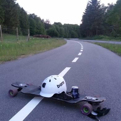 mr_longboarddk2.5 km #beerrun kun ned af bakke som en lille aftentur på